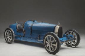 Automobiles sur les Champs 11