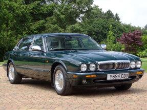 2001 Daimler V8