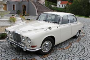 1967 Jaguar 420