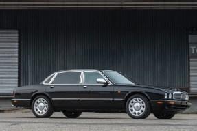 2001 Daimler Super V8